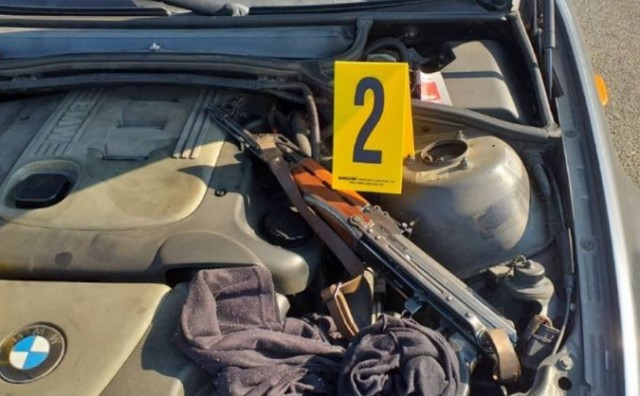 Kod vozačice iz BiH pronađena automatska puška s streljivom