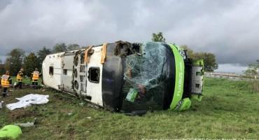 U prevrtanju autobusa u Francuskoj 33 osobe povrijeđene