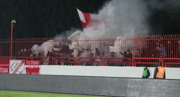 (FOTO VIDEO) Sjajna dimljada Ultrasa na utakmici protiv Tuzla City