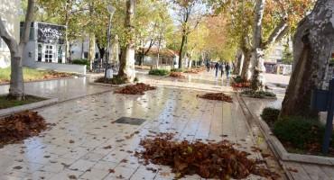 UBOD: Radnici komunalnih poduzeća u akciji čišćenja jedne od najljepših ulica u Mostaru