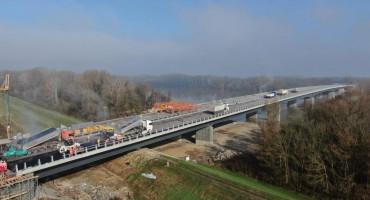 FOTO/ Međudržavni most između BiH i Hrvatske u završnoj fazi izgradnje