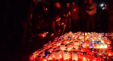 Široki Brijeg: Zapaljene svijeće u sjećanje na Praljka