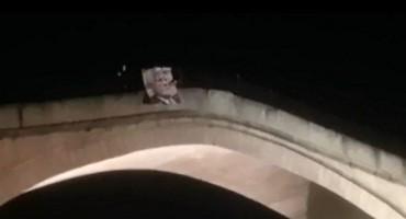 Slika generala Praljka na Starom mostu