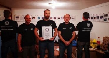 Guinness službeno priznao: Hrvatska zastava razvijena pod vodom najveća na svijetu