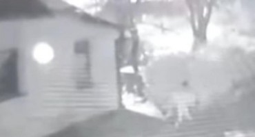 Šokantno: Nadzorna kamera u Bihaću snimila muškarca kako siluje psa
