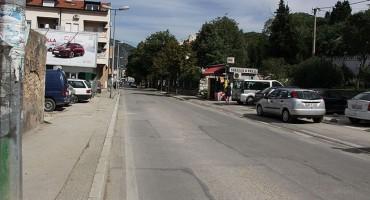 Mostar: Šleper zakačio veću granu stabla, promet bio obustavljen