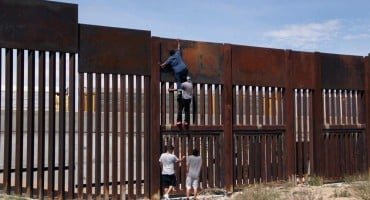 Trump je pričao da je zid s Meksikom 'praktički neprobojan'. Ispalo je da se rupa može napraviti jeftinom pilom