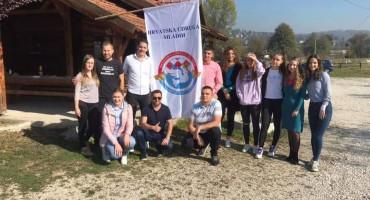 Tko su mladi iz Viteza koji su pokrenuli pozitivnu priču i osnovali Hrvatsku udrugu mladih u središnjoj Bosni