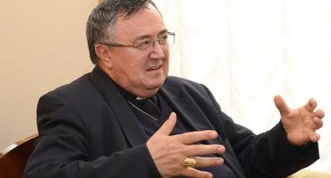 Kardinal Puljić: 'Crkvena imovina se uništava, preprodaje ili prepisuje na druge vlasnike'