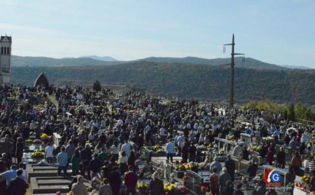 Tisuće vjernika na svetoj misi koju je predvodio fra Ante Šaravanja