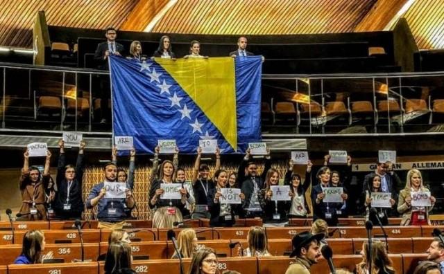 Mladi iz BiH poslali poruku Macronu: 'Dobrodošli u BiH, nismo tempirana bomba'