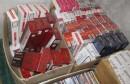 IZBAČENO IZ VOZILA Pronađeno blizu 20.000 pakiranja cigareta