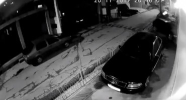 Uznemirujući snimak iz Bijelog Polja: Automobil s prikolicom naletio na djevojku