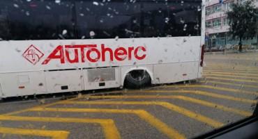 Autobus ostao u kvaru na sred Španjolskog trga
