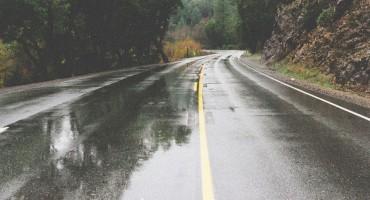 PROMETNICE Kolnici su uglavnom mokri ili djelomično vlažni i skliski