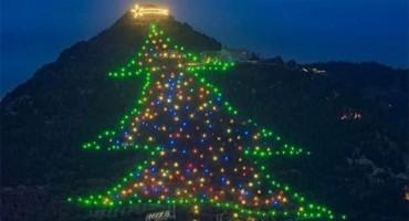 ATRAKCIJA U ITALIJI Najveće božićno drvce na svijetu