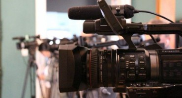 Grupa navijača napala kamermana Hayat TV-a