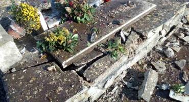 Nesvakidašnji događaj u malom hercegovačkom selu: Od udara groma uništena renovirana obiteljska grobnica