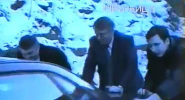 Pogledajte Vučića i Šešelja kako guraju auto 1996. godine