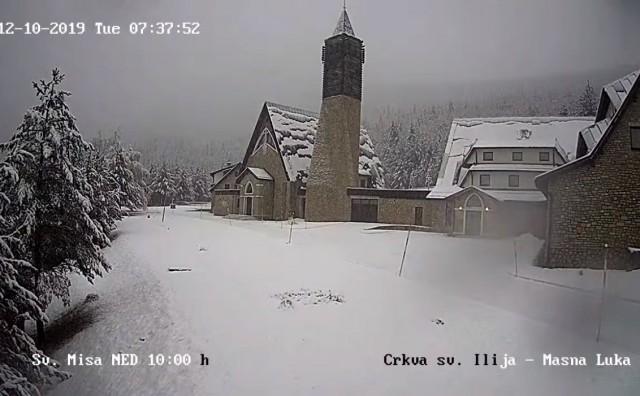 Blidinje osvanulo prekriveno snijegom!