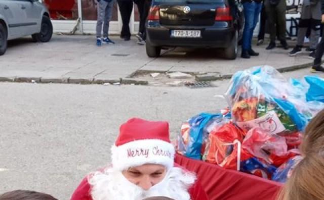 Ultrasi podijelili paketiće najmlađima pod parolom Stigo bradonja