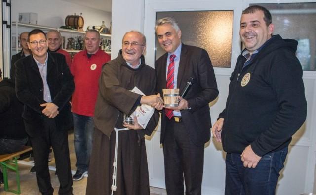 Fratri iz Gruda dobili priznanje za najbolje crno vino