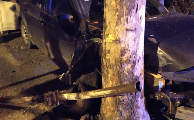 ČITLUK Zaspao za volanom i zabio se u stablo