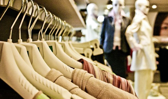 Počela sezonska sniženja, trgovci se služe raznoraznim trikovima