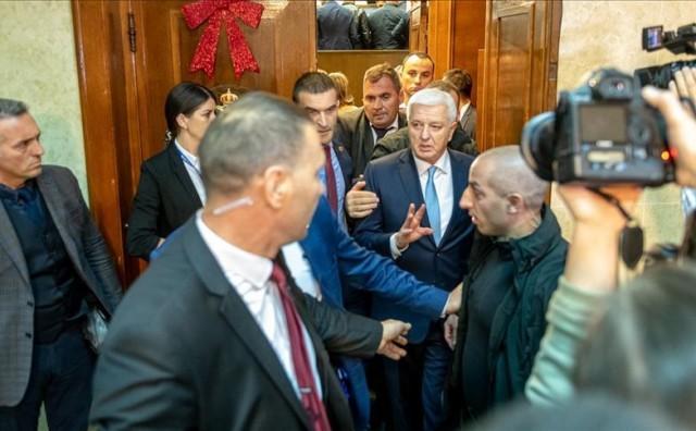 PODGORICA Nemiri u parlamentu, pokušali spriječiti glasanje bacanjem petarde