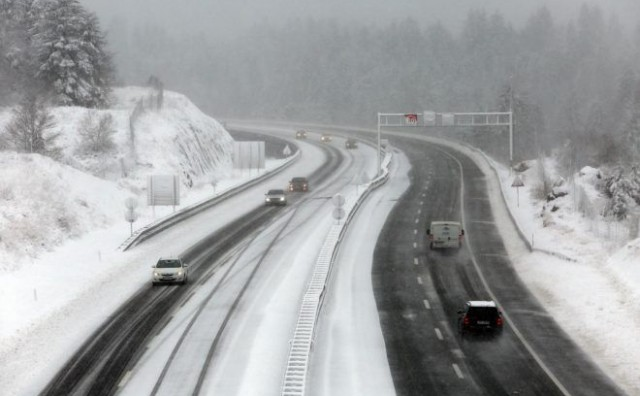 OPASNOST OD POLEDICE Snijeg otežava prometovanje u BiH