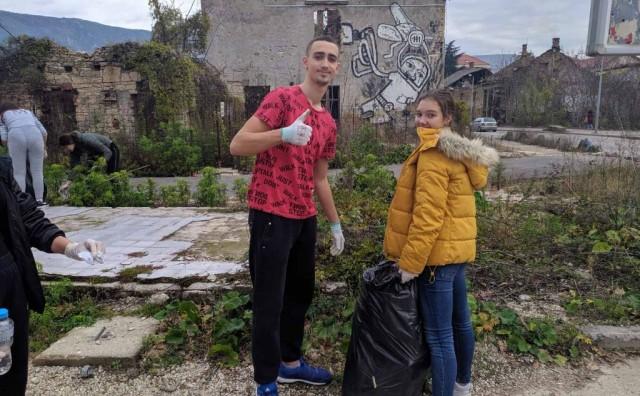 Mostarski srednjoškolci 'zasukali rukave' i očistili grad