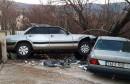 GRUDE Uletio u dvorište obiteljske kuće i udario u parkirani automobil
