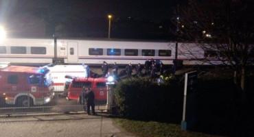 VITEZ Voz udario u automobil kod Banje Luke, poginula mlađa ženska osoba