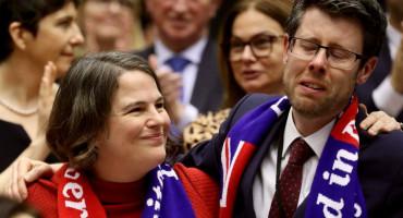 ZASTUPNICI U SUZAMA Izglasan sporazum o Brexitu