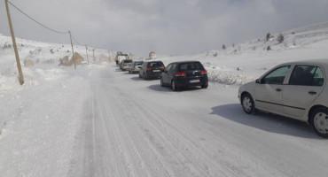 SNJEŽNE LAVINE Oprezno na cestama u planinskim područjima
