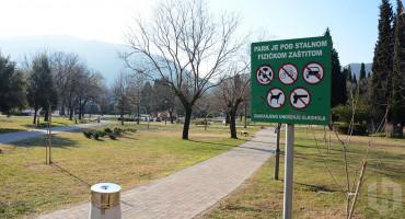 MOSTAR U parku uhićena osoba s nožem i drvenom palicom