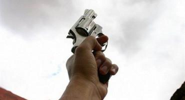 VIDEO BAKA POSTALA HIT Hicima iz pištolja čestitala Božić
