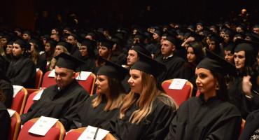 Pravni fakultet promovirao 444 diplomanta