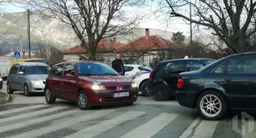 PROMETNI KOLAPS U MOSTARU Sudar na križanju Rudarske i Vukovarske