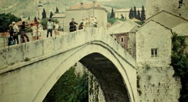 VIDEO Kratki film o dječaku i mostu iz 1971. godine
