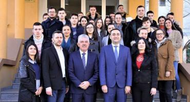 VLADA HNŽ Dodijeljeno 1284 stipendija i subvencija za smještaj