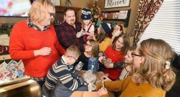 VELIKA ODLUKA Odlučili usvojiti petero djece kako ih ne bi razdvajali