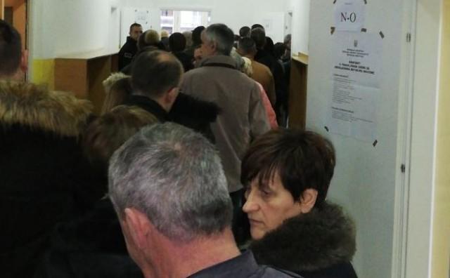 Otvorena birališta, gužva u Mostaru