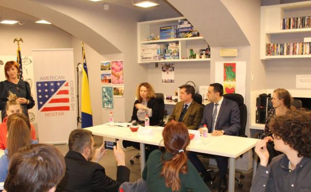 EKOLOGIJA Američki veleposlanik u mostarskoj gimnaziji promovirao ekološki projekt