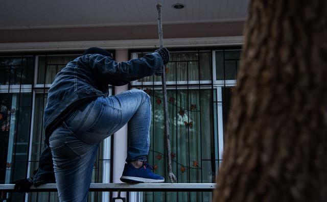 KLADIONICA NA METI LOPOVA Maskirani muškarac uz prijetnju nožem otuđio novac