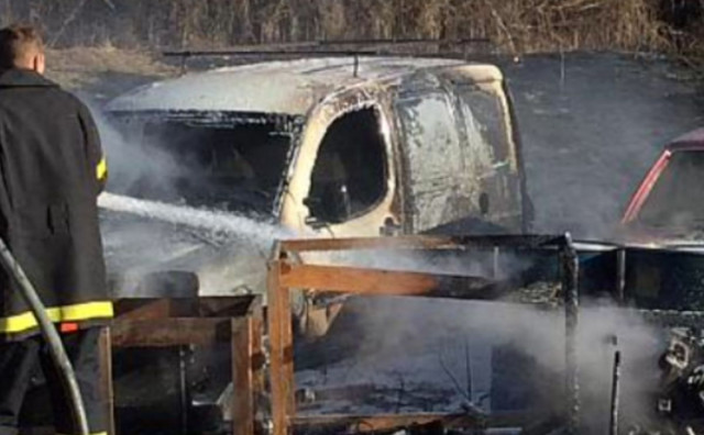 POŽAR Zbog paljenja suhe trave izgorjela dva vozila kod Tomislavgrada