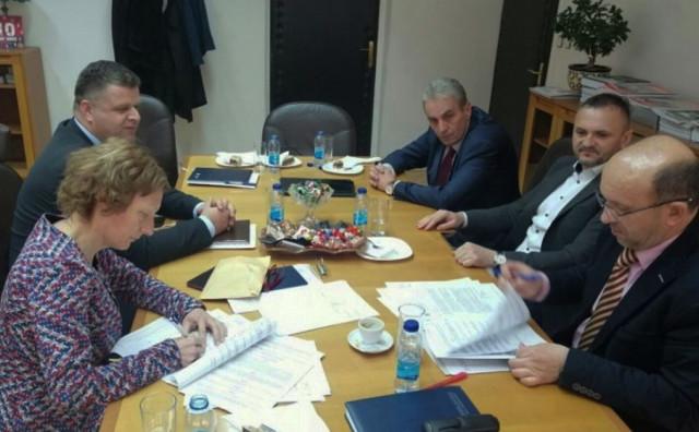 LIVNO Potpisani ugovori za pripravnički staž u Županijskom poreznom uredu