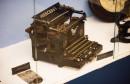 U MOSTARSKOM MUZEJU Novac iz Drugog svjetskog rata, stare kamere, Mercedesove pisaće mašine...