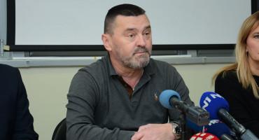 Majka iz Mostara pita zašto je jedna sestra u noćnoj, a onoliko portira, Kvesić odgovorio...