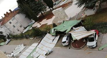 ORKANSKI VJETAR NE BIRA HT Eronet ostao bez krova u Grudama